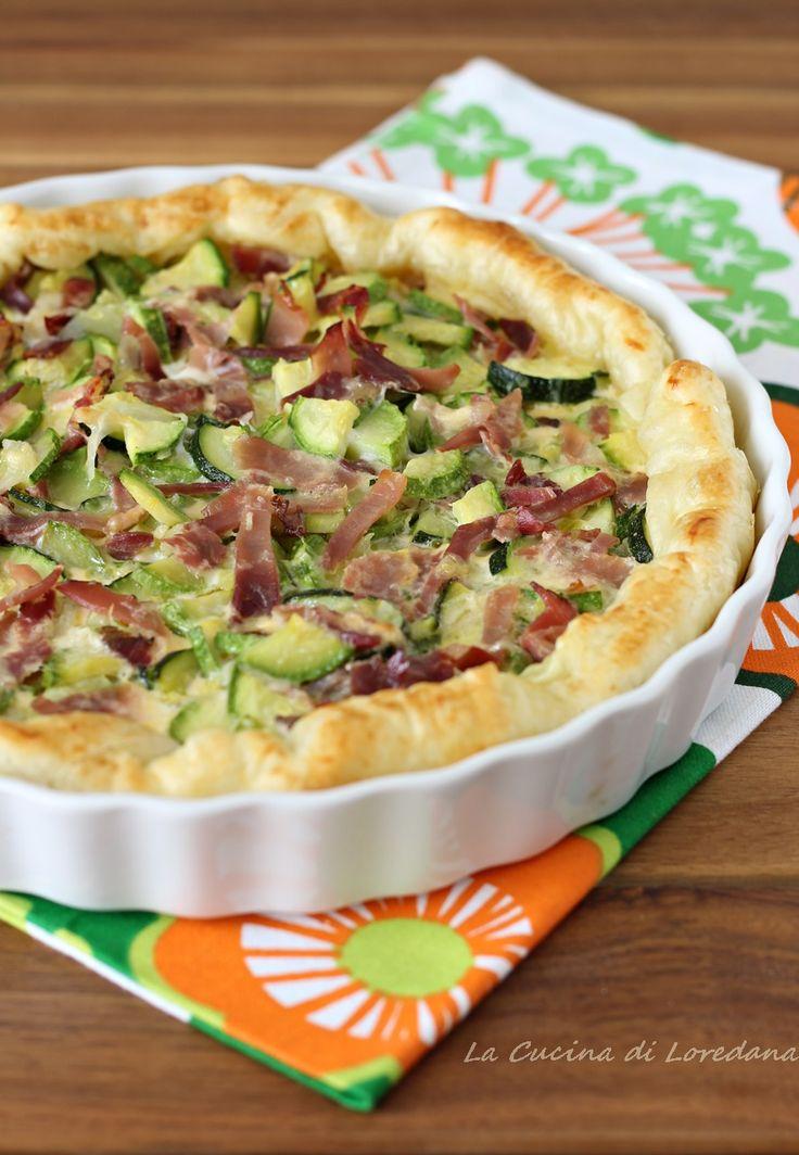 Una Torta salata con zucchine e speck è l'ideale per la cena o da portare nel vostro cestino da picnic o anche in riva al mare