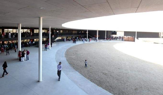 Ayelén School, 2015, Rancagua, Chile por Alejandro Aravena. Fotografía © ELEMENTAL. Señala encima de la imagen para verla más grande.