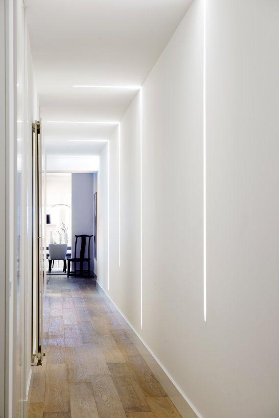 Pasillo con tiras LED de Metalarc