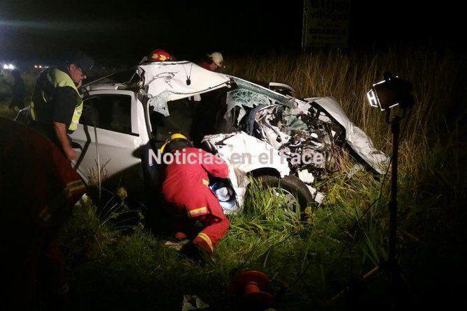 Accidente en Ruta 188: Auto chocó contra un camión  Foto: Noticias en el Face  El accidente ocurrió anoche sobre el kilómetro 340 de la mencionada ruta entre Ameghino y General Villegas. Dos ocupantes del auto debieron ser socorridos por bomberos y trasladados a un hospital de Villegas.   El choque se produjo alrededor de las 22:00 horas cuando un auto marca Chevrolet impactó en la parte trasera de un camión que era conducido oriundo de la localidad de Ameghino y que al parecer se dirigía a…