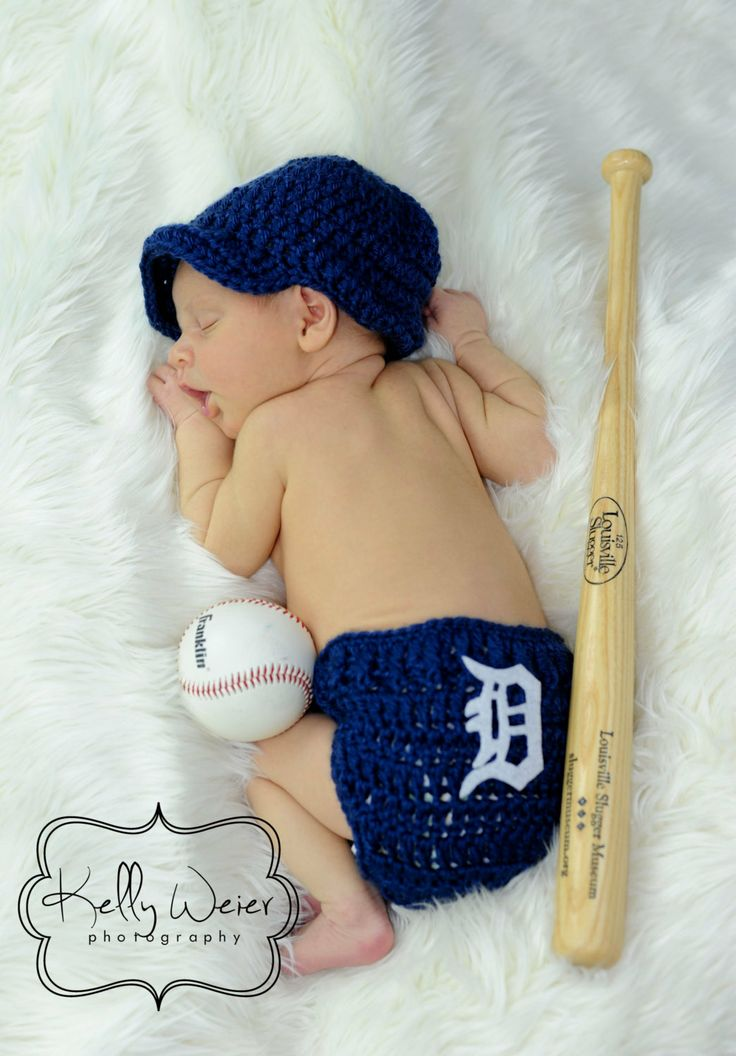 Go Tigers! (Pattern should be adaptable for knitting with charted D)