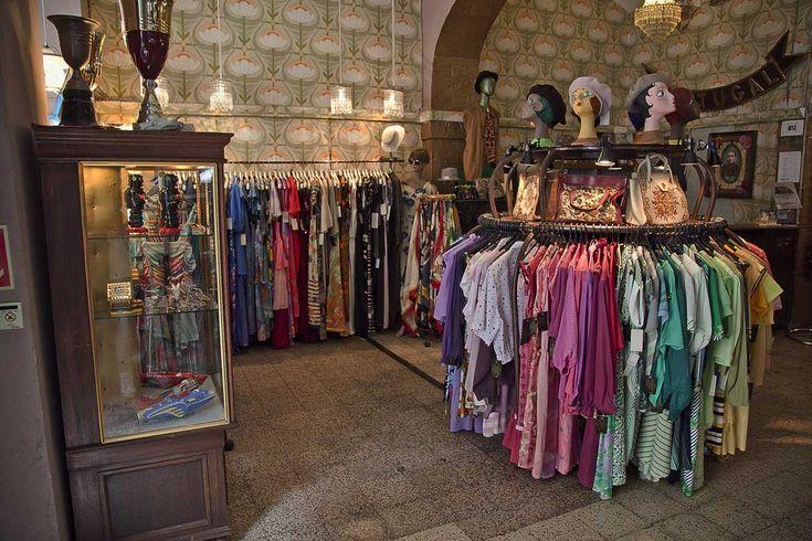 A Outra Face da Lua -vintage shop - Lisbon -Rua da Assunçao 22, Baixa