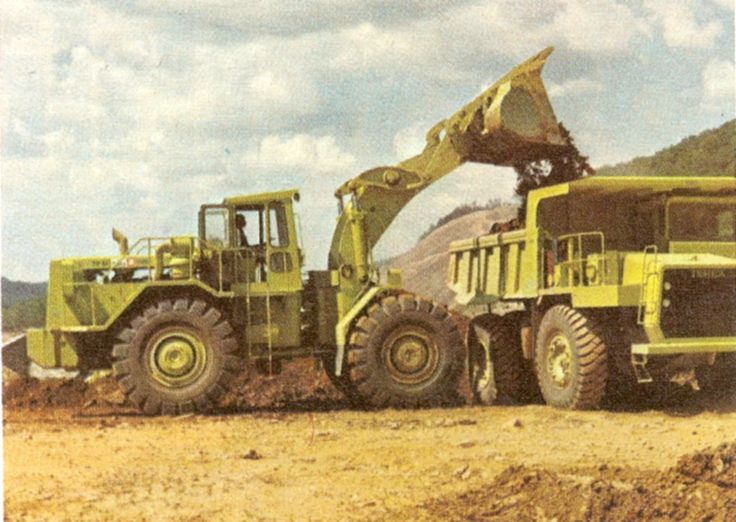 A 72-81 loads another Terex product, a model 33-07 rear dump on a major highway job in Missouri, USA. As can be seen, the loader has ample dump clearance for this 50-ton truck. The machine is on L5 tyres.