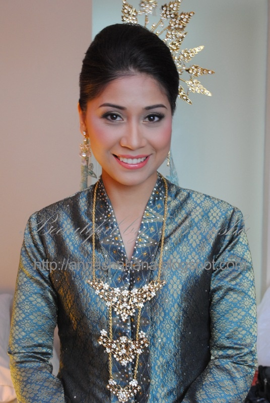 songket - Malay bride in traditional kebaya songket costume