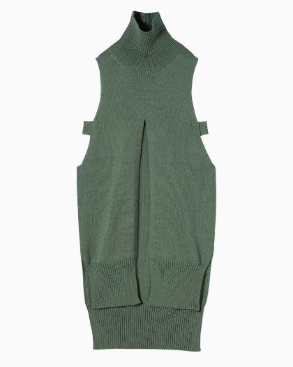 Deep Slit Turtle‐Necked Sleeveless Knit - green