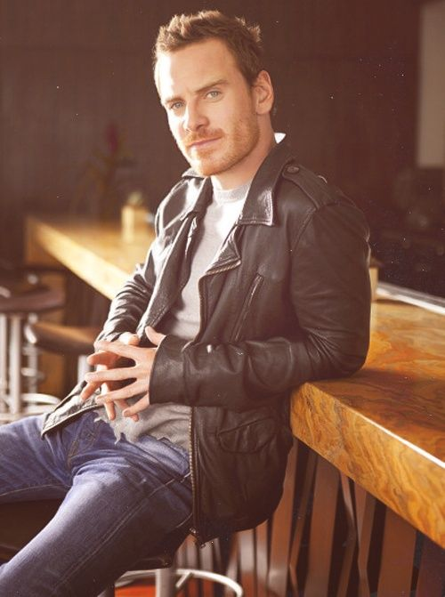 Tell me, who could wear a leather jacket and be hot as fuck as this man (except Benedict Cumberbatch)?