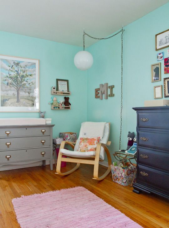 I was looking for a grey dresser for Pudge's room and was thinking of repainting one...I like the handles she's used here in her daughters room!