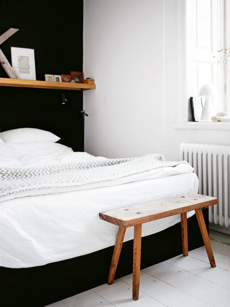 my scandinavian home: slaapkamer , zwart , wit , hout .