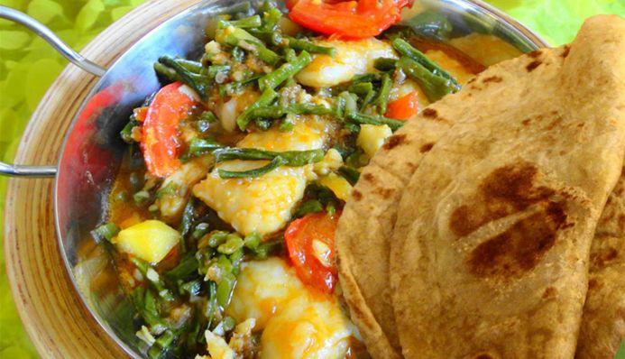 Surinaams eten – Roti Kousenband Tilapia (Sandhia's Roti met gesmoorde kousenband, tilapia en trassie trafasie)