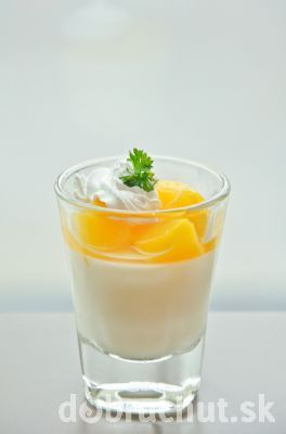 Pomarančový pohár s tvarohom