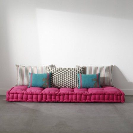 matelas capitonné avec coussin couchage futon ou grand coussin de sol pour chambre ado enfant esprit boheme pas cher confortable.jpg, janv. 2014