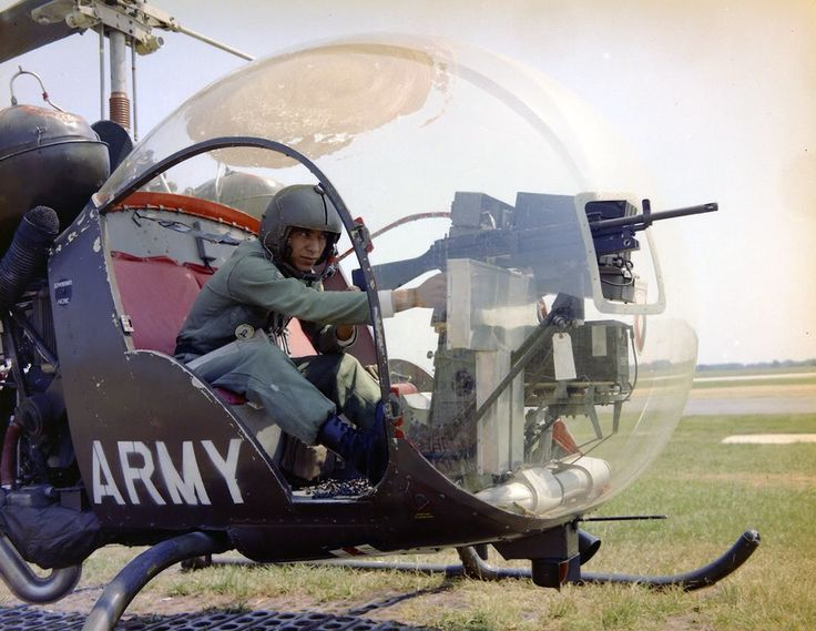 Helicopter mounted Stoner 63 LMG - AR15.COM