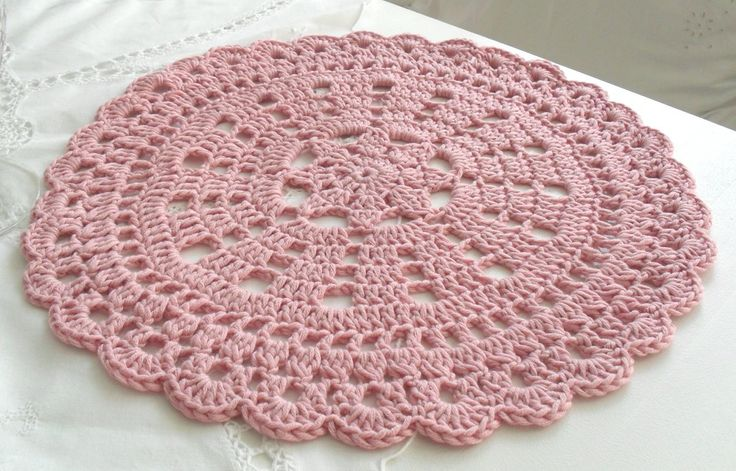 crochet placemat ~ No pattern ~ Pinned for inspiration.