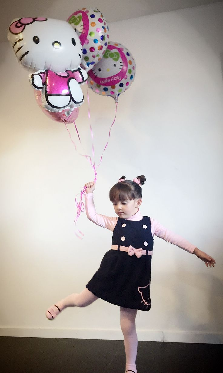 Baby girl Fashion outfits of the day + moda bebe  +  bebe niña a la moda + happy birthday + hello kitty