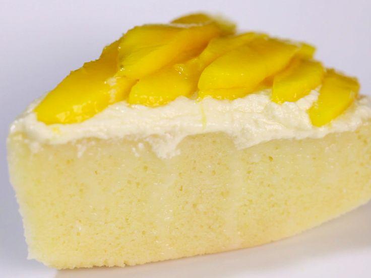 Le gâteau « tres leches » (de l'espagnol - qui signifie « trois laits ») est un dessert très populaire en Amérique latine. C'est une succulente génoise trempée dans une crème sucrée et très onctueuse. La cannelle recouvre traditionne...