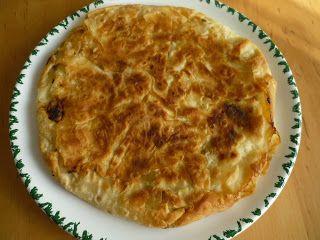 Emel Mutfakta: Tavada, Peynirli, Kuru Yufka Böreği. malzemeler : 4 tane kuru yufla. ( Üzerine su serperek ıslatalım ve temiz, kuru bir bezin arasında yumuşamasını bekleyelim.) Peynir. ( Evde olan herhangi bir peynir olabilir.) Varsa maydanoz. 1 su bardağı kadar ( süt, sıvıyağ, 1 yumurta karışımı.)