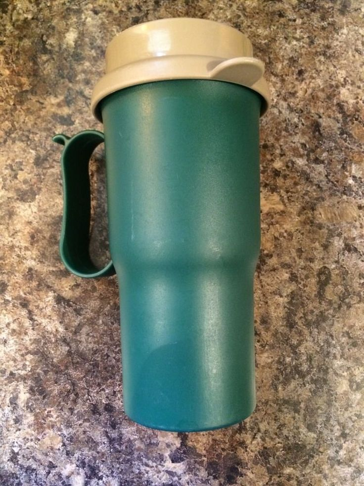 VINTAGE TUPPERWARE GREEN COFFEE DRINK TRAVEL TUMBLER WITH