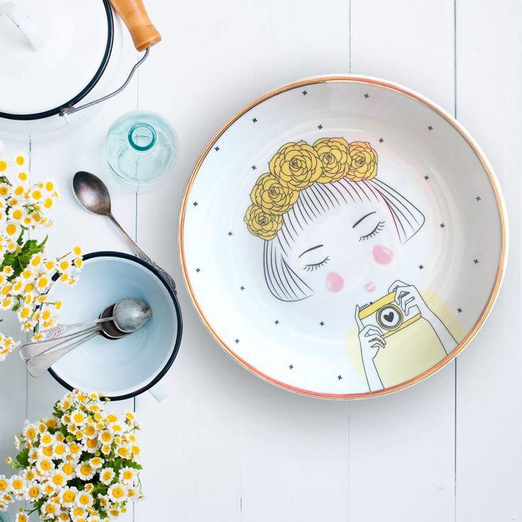 Sarı Çiçekli Kız Tasarım Tabak