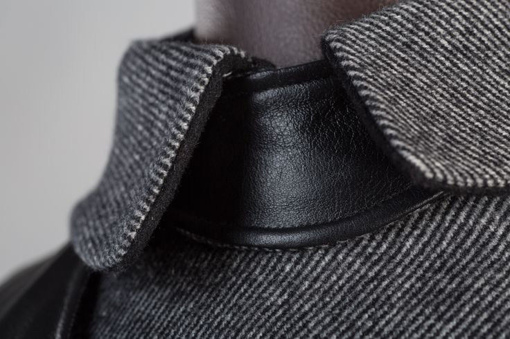 Close up on the collar and removable leather neck warmer. #bespkenov #menjacket #cashmere #leather