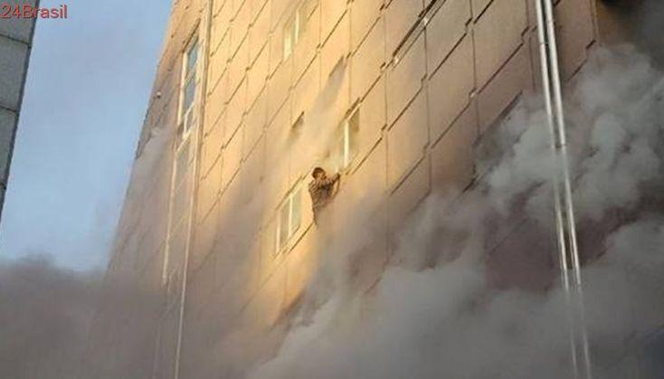 Incêndio em academia deixa dezenas de mortos na Coreia do Sul