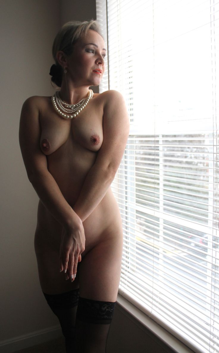 naked chicks pearl necklace
