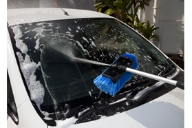 Why go through the hassle of standing long queues at the carwash, when Tevo's Blue Blitz Wash 'n Rinse Brush makes it so easy to wash your car yourself?!  You won't believe it until you see it, but then again…we don't mind doing a little convincing of our own. Here's why this brush makes washing your car easy and fun!