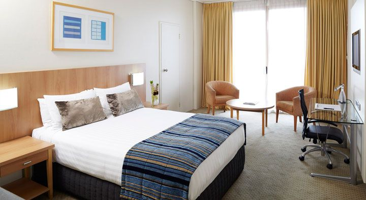 A Town View Queen room at Rydges Cronulla.