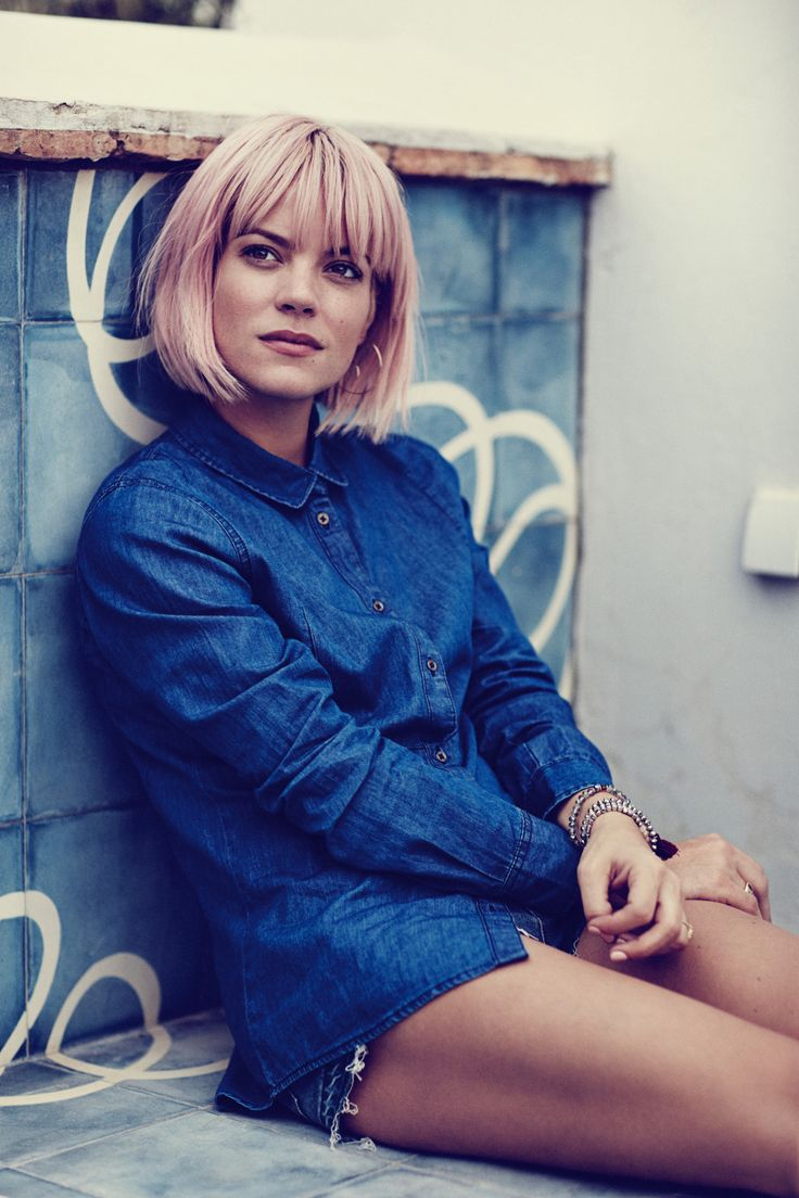 The filter on this photo makes everything seem more concentrated and that is why it appeals to me. The colour of Lily Allen's hair is not something that you would see everyday but a lot of people love it. People that like the alternative style also usually like different and out of the ordinary hair colours.