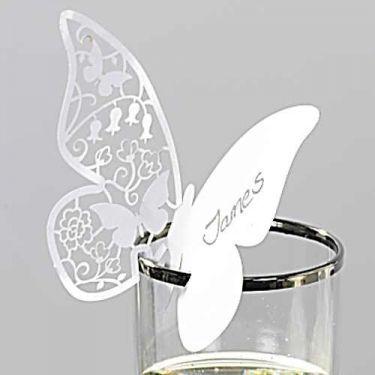 Idée de décoration de table : un marque-place sur le thème du papillon en dentelle de papier #DIY #ArtdelaTable #RoquefortPapillon