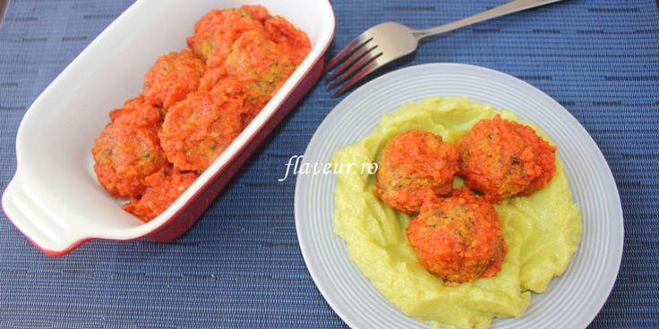 Chiftelute de vita cu sos de rosii si piure de dovlecel
