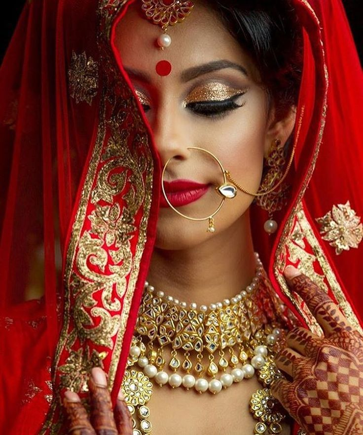 Aren't we lucky to know such talented #wedding experts? #henna by @mehndidesigner | decor by @randreventrentals | photo by @jskphotos | model is @toor.manpreet | fashion by @wellgroomedinc | makeup by @glitz_and_glamour_studio #red #gold...