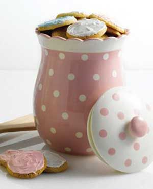 Polka Dot cookie jar, very nice, it must be full of cookies though...ah, that's why I don't wear those pretty dresses.