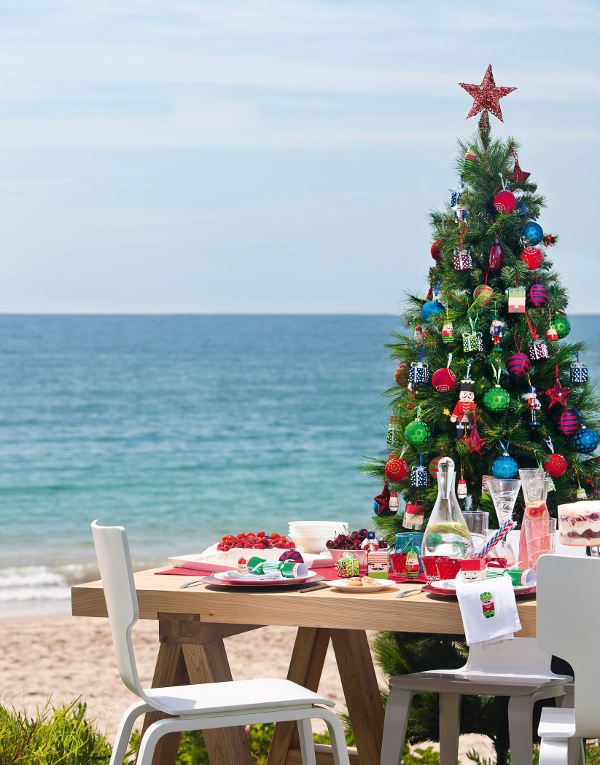 xmas in Australia - pretty cool.                 This is how we spend most Christmas Days, with lots of seafood, up the Sunshine Coast just north of Brisbane