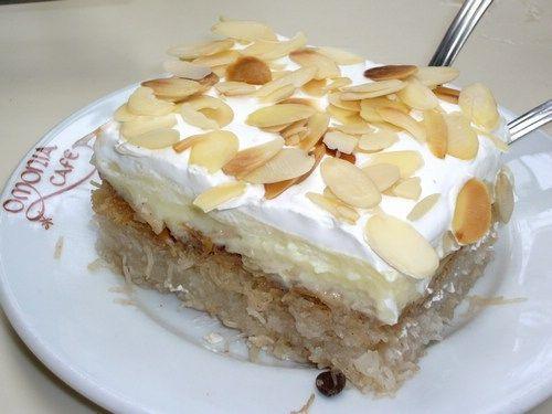 La preparazione di questo dolce tipico greco è un po' elaborata (più che altro per i tempi di preparazione) ma posso assicurare che...