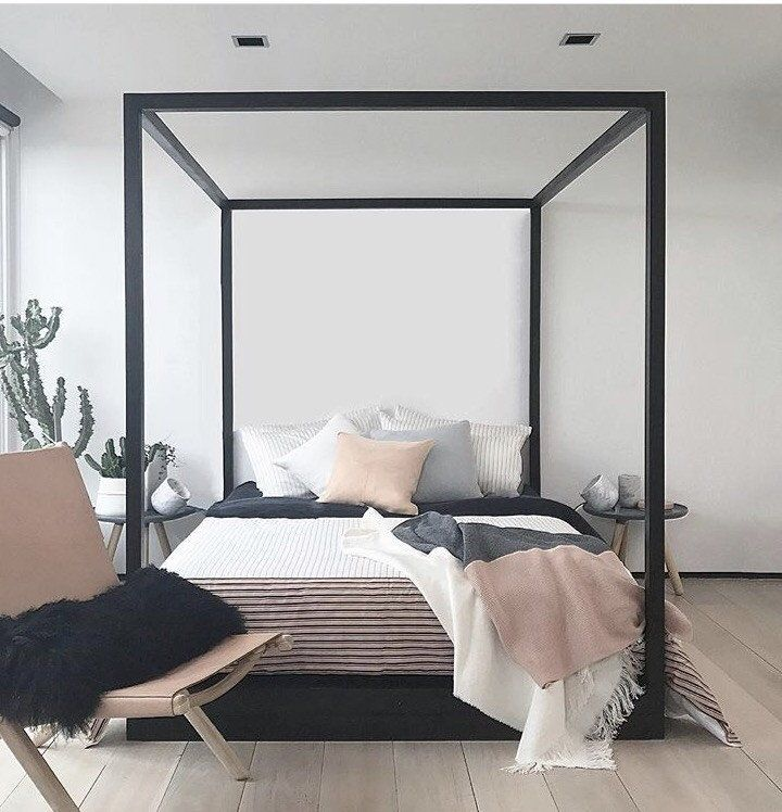 Cubic 4 Poster Bed - Black