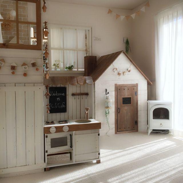 Yukoさんの、玄関/入り口,DIY,手作り,お気に入り,セリア,おままごとキッチン,窓枠,ナチュラルインテリア,キッズスペース,100均リメイク,小さなおうち,キッズハウス,子供家具,100均いっぱい,ツートンカラー,おうちの中におうち,のお部屋写真
