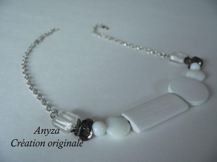 collier court bois blanc, fait par Annie