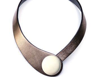 Blaues Leder Halskette. Müssen minimalistisch von Ceraselle auf Etsy