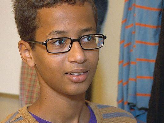 Ahmed Muhamed pemuda yang dituduh merakit BOM mendapatkan hadiah Surface Pro 3 dari Microsoft