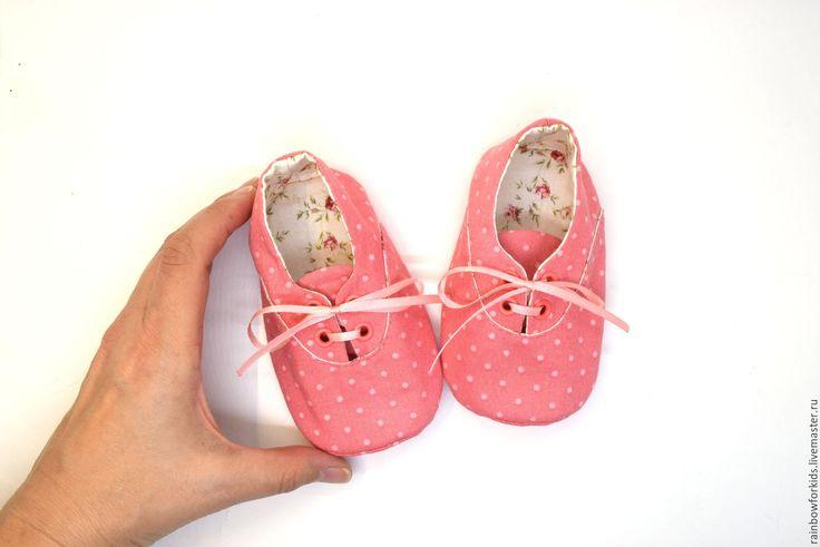 """Купить Модики для девочек """"Коралловый горошек"""" - коралловый, в горошек, пинетки, пинетки для девочки, пинетки в подарок"""