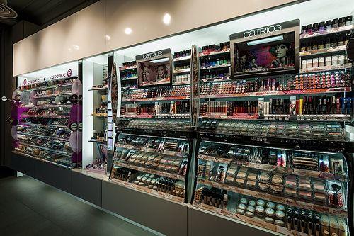 Mostradores maquillaje   Reforma Beautik Sants   Cristina Arnedo y Standal #standal #reformas #tiendas #retail  #locales #interior #design #comercial