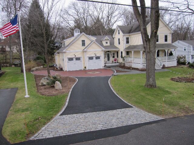 Image from http://naturalpathlandscaping.com/images/jan12/PermeableDrivewayOverview(640x480).jpg.