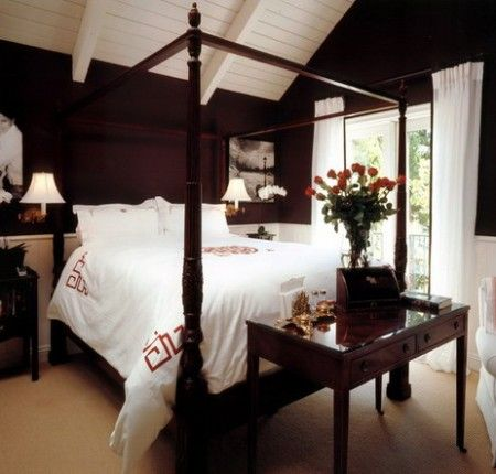 Dark Bed in Large Traditional Bedroom | Best Home Internet Options