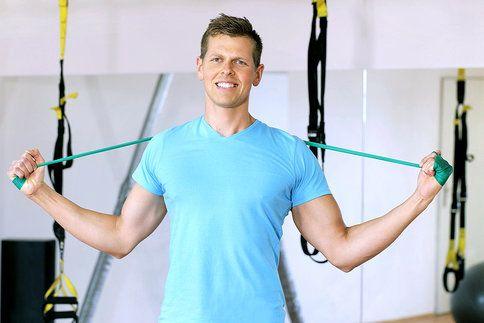 Posilování zad je i pro ženy nesmírně důležité. Zlepšuje to držení těla, přispívá ke zeštíhlení břicha... Zkuste pravidelně provádět tyto tři cviky!