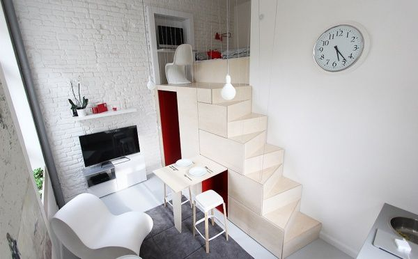 Jak vytvořit z obyčejné úklidové místnosti velmi zajímavý obytný prostor, vám ukáže tenhle krásný byteček.
