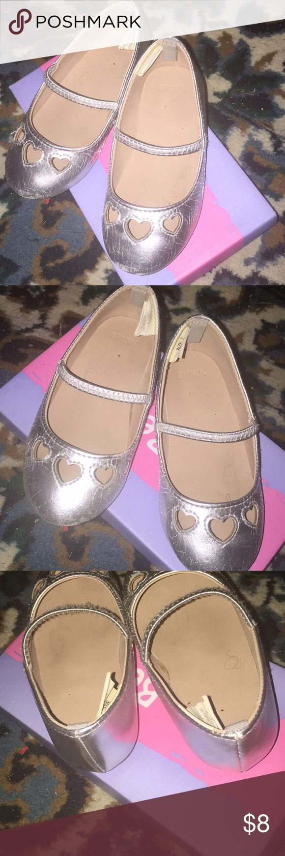 Toddler Girls Sz.7 Silver Ballet Flats Cute Toddler Girls Silver Sz. 7 Ballet Flats! Signs of Wear on Front & Sides Of Shoes! Heart Shaped Cut-Outs on Front of Shoes! A lot of Life Left in These! No Trades Gymboree Shoes Dress Shoes