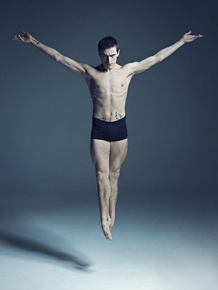 art les danseurs de ballet peuvent apparatre lgers comme une plume quand ils traversent la