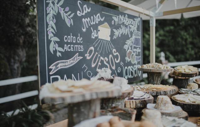 White Magazine. Rustic Styled Wedding Reception. Buffet Style. Elena + Jorge