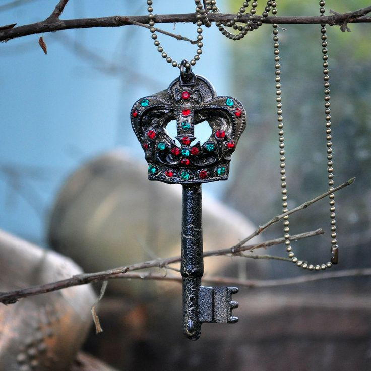 Key of Lorde by Rust Miner #colar #necklace #pendant #medieval #upcycling #upcycle #rustminer #crown #corola #chave #key #jewelry