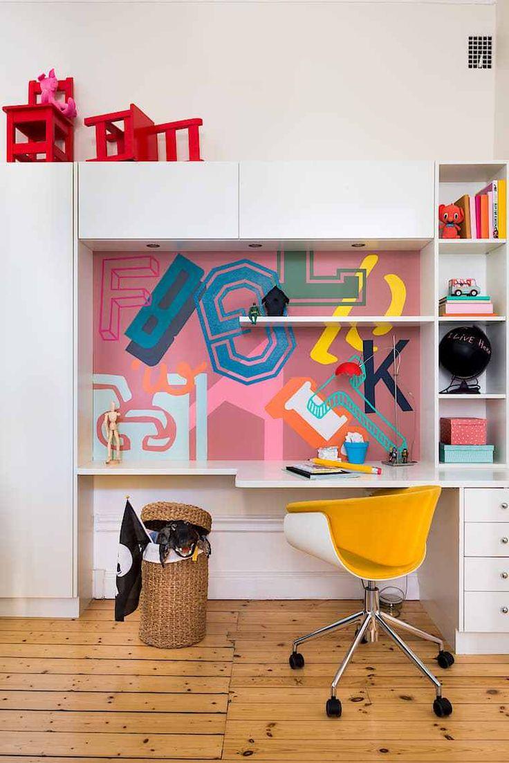 Un apartamento muy original decorado por niños. Escritorio.